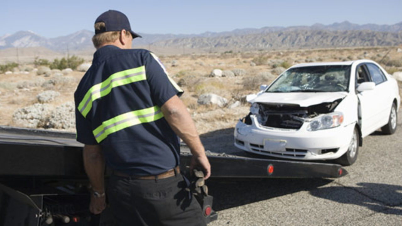 Do You Tip Tow Truck Drivers >> Should You Tip Your Roadside Assistance Provider Best Roadside